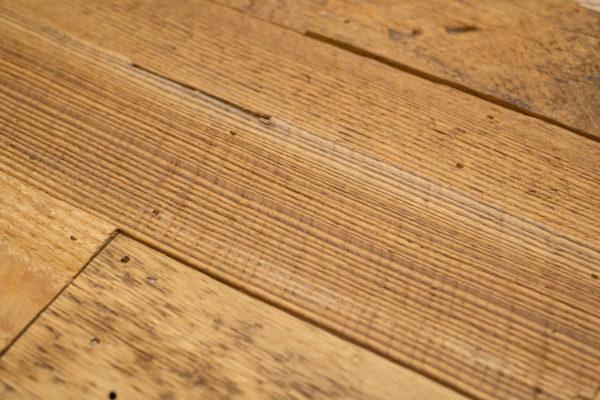 Revêtement mural en bois de grange