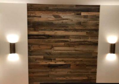 Mur de bois de grange avec lumières en bois de grange
