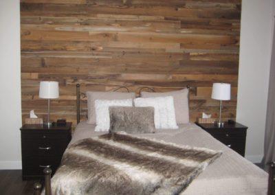 Bedroom decoration | barn wood wall
