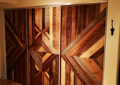 Portes coulissantes en bois de grange brun