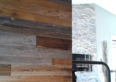 Entrance wall in brown and gray barn wood