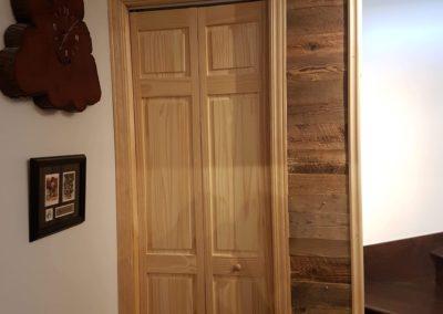 Côté de porte de garde robe | bois de grange brun