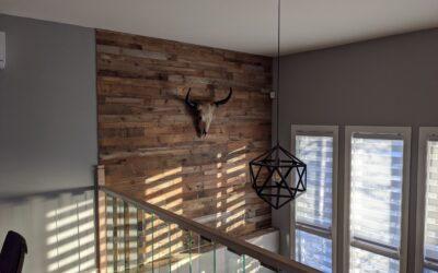 Comment installer un mur de bois de grange ?
